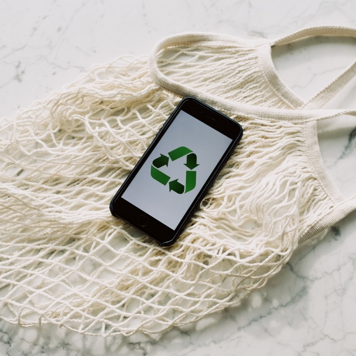 Green recyclable smartphone